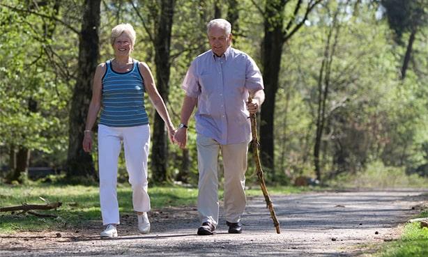 Пешая ходьба пожилых людей