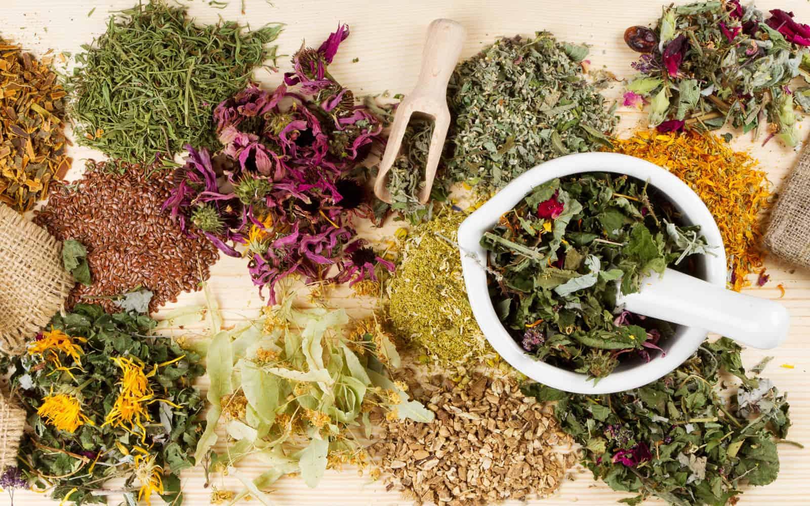 Травы можно заготавливать самостоятельно или приобрести в аптеке за вполне умеренную цену