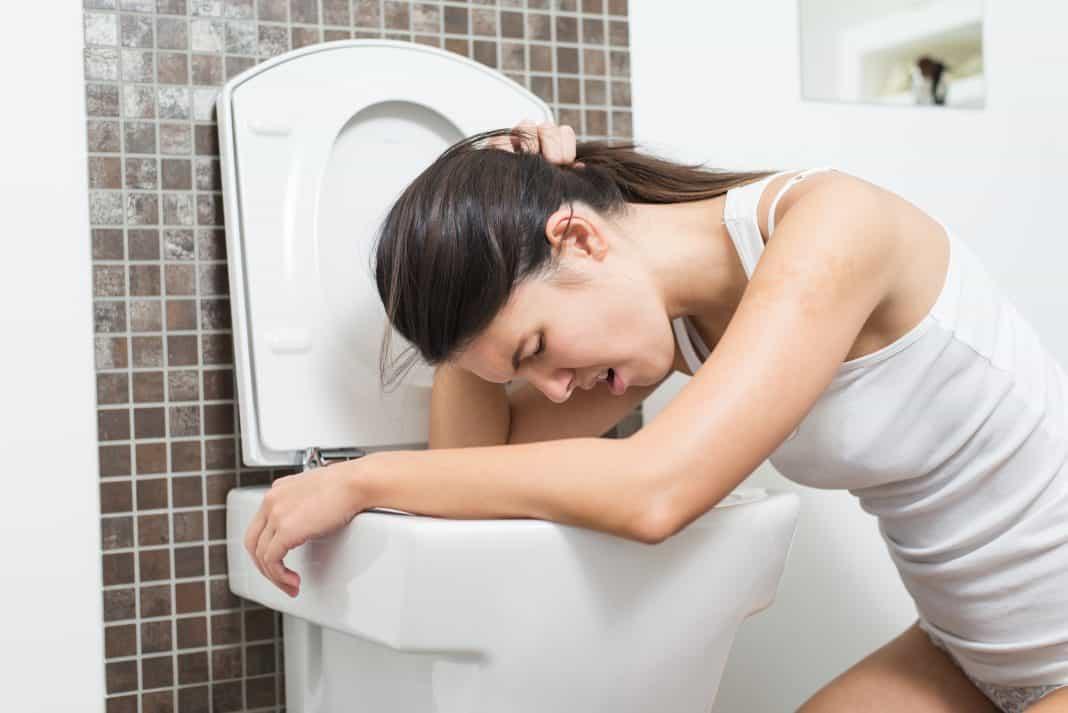 Рвота, не приносящая облегчения — один из признаков заболевания