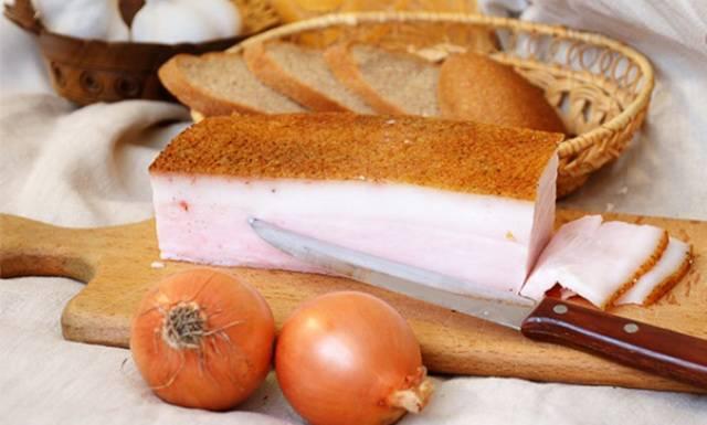 Сало с цельнозерновым хлебом
