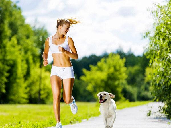 Девушка ведет здоровый образ жизни