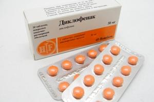 Диклофенак способствует уменьшению воспаления и болезненных ощущений.