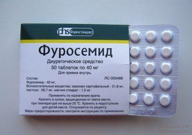 Для выведения лишней жидкости из организма при почечных заболеваниях назначают мочегонные лекарства.