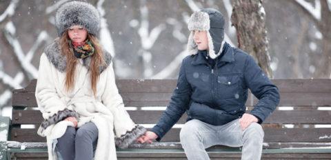 Долго сидеть на холодной поверхности опасно для здоровья