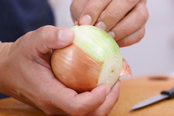Очистка луковицы