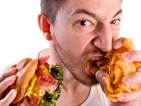 Некачественное питание и неправильный образ жизни усугубляют патологическое состояние.