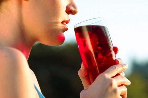 Нельзя пить сок натощак!