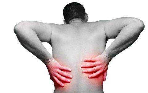 Один из самых серьезных симптомов камнеобразования в почках – это почечная колика.