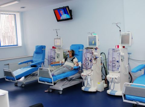 Пациент приходит на манипуляцию по очистке крови от продуктов жизнедеятельности организма в среднем 3 - 4 раза в неделю.