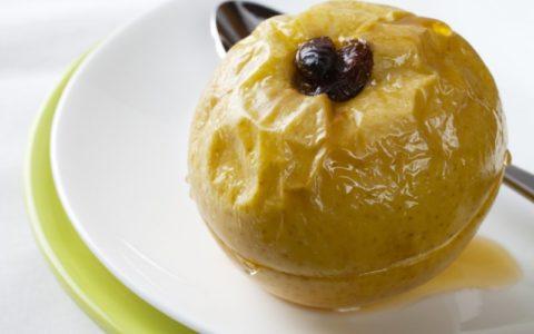 Печеные яблоки могут стать, как полноценным полдником, так и десертом