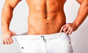 Мужчина заглядывает в штаны