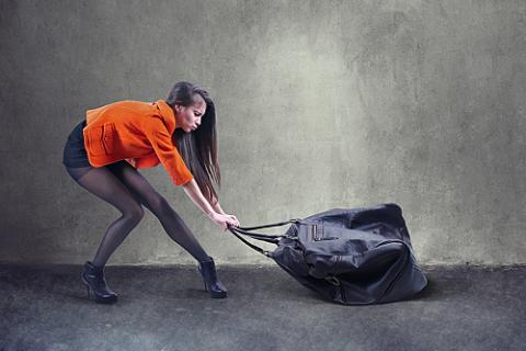 При недержании мочи, на тренировках или в быту, запрещено поднимать и переносить тяжести