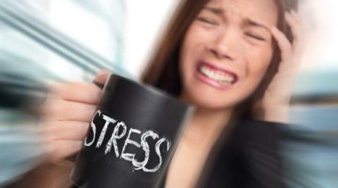 Регулярные стрессы провоцируют развитие истощения надпочечников.