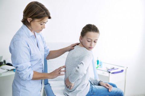 Симптомы у детей разных возрастных групп проявляются по-разному.