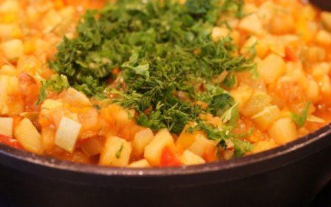 Тушеные овощи станут не только прекрасным обедом, но и ужином