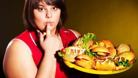 У полных людей вероятность образования твердых элементов в почках выше из-за их неправильного питания.