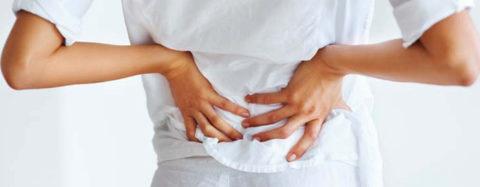 В основе патологии лежит повреждение нервных волокон