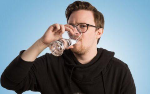 За 60 мин до процедуры нужно выпить литр негазированной воды, чтобы мочевой пузырь был полностью наполнен